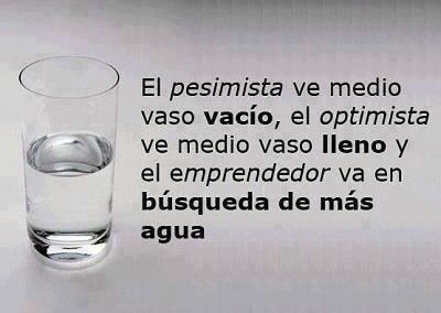 el-pesimista-ve-medio-vaso-vacio-el-optimista-ve-medio-vaso-lleno